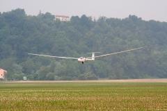 ASH25 di Barbieri Gianluca in atterraggio